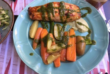 Σολομός με λαχανικά στο Penny Lane στο Χαλάνδρι.