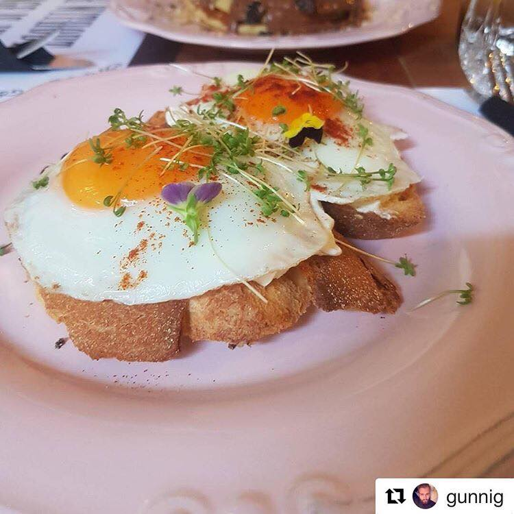 Αβγά τηγανητά στο Oh Mama στη Γλυφάδα