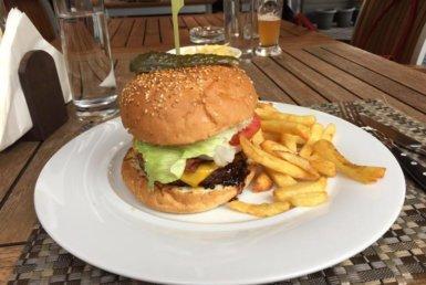 Jack Daniels Burger στο Fire & Oak Grill στο Μαρούσι