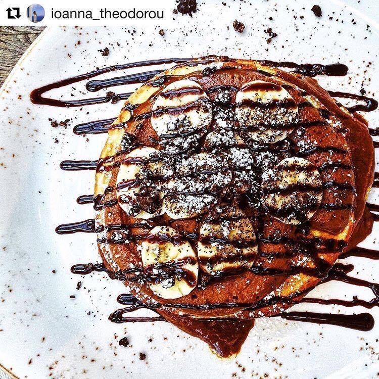 Pancakes με σοκολάτα στο Big Spoon στο Living στη Γλυφάδα | Brunch Γλυφαδα