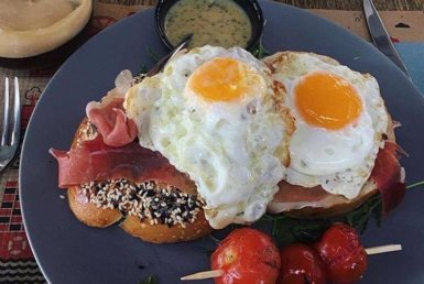 Αβγά τηγανητά στο Rey Pablo στη Βούλα