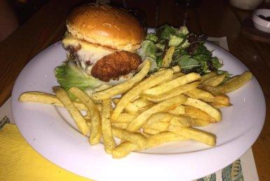 Crispy Burger στη Stoffa στην Κηφισιά