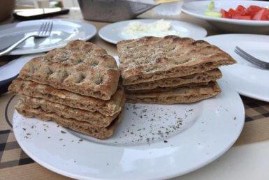 Πίτες Ολικής Άλεσης στα Μπιφτεκάκια και Σουβλάκια στη Δροσιά