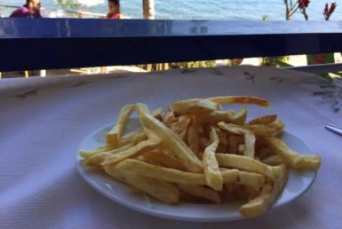 Πατάτες τηγανητές στον Ηλιόπουλο στο Μοναστηράκι Φωκίδας