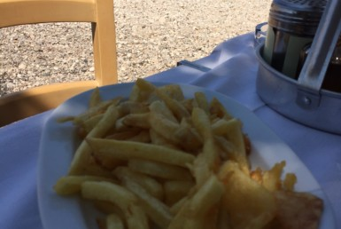 Πατάτες τηγανητές στον Πανταζή στη Νικιάνα Λευκάδας