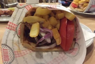 Πίτα Γύρο Χοιρινό στα Φιλίτια Γεύματα στη Λυκόβρυση