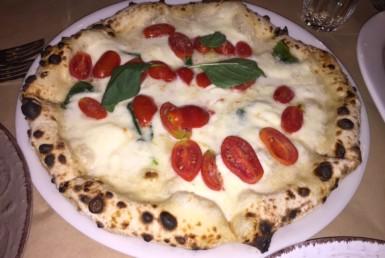 Πίτσα Vera Napoli στην Trattoria στη Νέα Ερυθραία