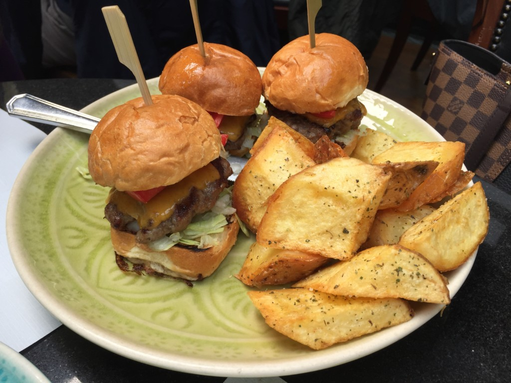 Mini Burgers στο Common Secret στην Κηφισιά