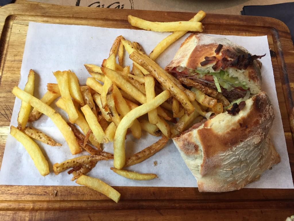 Closed Black Angus Burger στο Gigi στη Δροσιά