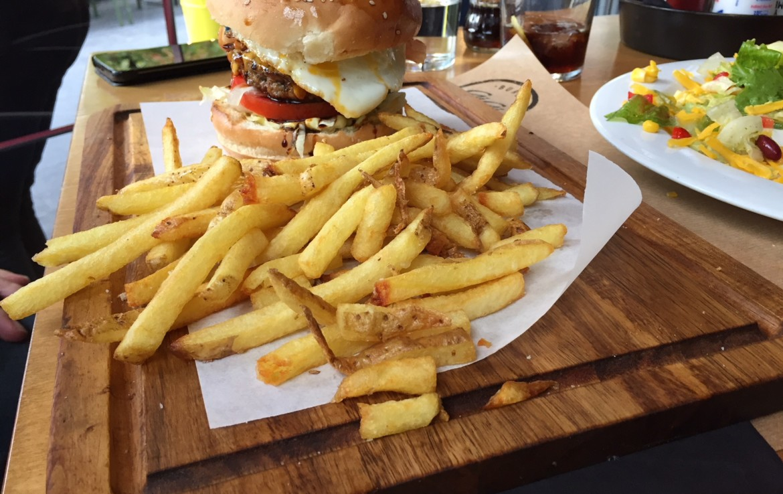 Hangover Burger στο Gigi στη Δροσιά