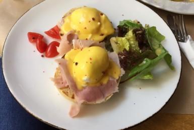 Eggs Benedict στο Ninnolo στην Κηφισιά