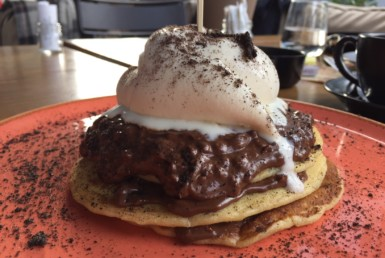 Pancakes με πραλίνα Ferrero και παγωτό Βανίλια Μαδαγασκάρης, στο Rey Pablo στο Μαρούσι