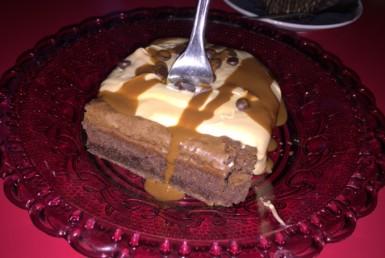 """Υγρό κέικ σοκολάτας με κρέμα bueno στο """"Cap Cap"""" στο Αιγάλεω"""